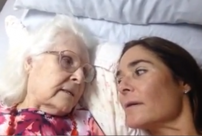 """Rare Moment an 87-year-old with Alzheimer's REMEMBERS Her Daughter and Says """"I Love you"""", much to her daughter's delight!"""