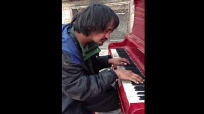 Homeless Man For 30 Years Who Never Learned How To Play the Piano Plays So Beautifully. It Will Brings Tears To Your Eyes.