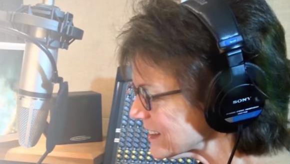 Woman Who Started Out As Singer Records In The Studio; Finds Out Years Later She Is The Voice Of Siri - Fascinating Story!